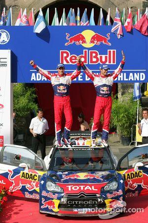 Podium: winnaars Sébastien Ogier en Julien Ingrassia, Citroën DS3 WRC, Citroën Total World Rally Tea