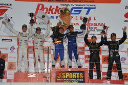 GT300 class podium: winners Tetsuya Yamano, Kota Sasaki, second place Masami Kageyama, Tomonobu Fuji
