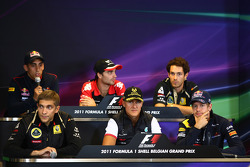 Sebastien Buemi, Scuderia Toro Rosso ve Jerome d'Ambrosio, Marussia Virgin Racing, Bruno Senna, Lotus Renault GP, Vitaly Petrov, Lotus Renault GP, Michael Schumacher, Mercedes GP F1 Team ve Sebastian Vettel, Red Bull Racing