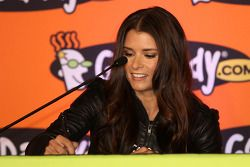 Danica Patrick signs papers to finalize her full transition to NASCAR