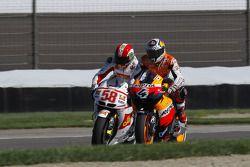 Марко Симончелли, San Carlo Honda Gresini, и Андреа Довициозо, Repsol Honda Team