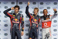 Ganador de la pole Sebastian Vettel, Red Bull Racing, segundo Lewis Hamilton, McLaren Mercedes, y tr