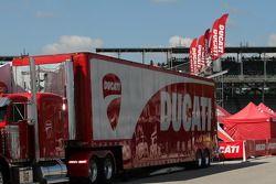 Грузовик Ducati Team