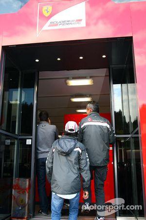 Sergio Pérez, Sauber F1 Team en el motorhome de Ferrari