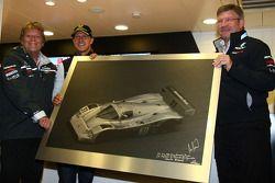 Norbert Haug, Jefe de Mercedes, Motorsport con Michael Schumacher, Mercedes GP F1 Team celebra su primera conducción de un F1en Spa 20 años y Ross Brawn director del equipo, Mercedes GP