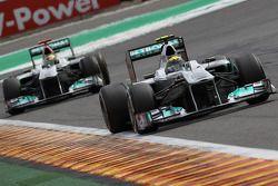 Nico Rosberg, Mercedes GP F1 Team, vor Michael Schumacher, Mercedes GP F1 Team