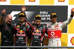 Podio: il vincitore della gara Sebastian Vettel, Red Bull Racing, con Adrian Newey, Direttore tecnic