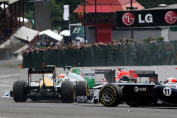 Inicio: Jarno Trulli, Team Lotus y Heikki Kovalainen, Team Lotus