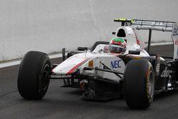 Sergio Pérez, Sauber F1 Team, perdiendo su ala delantera
