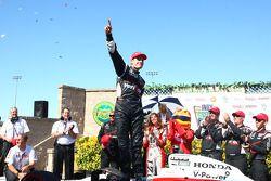 Victory lane: vainqueur Will Power, Team Penske fête son succès