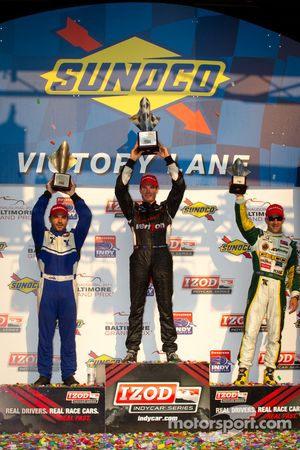 Podium: race winner Will Power, Team Penske, second place Oriol Servia, Newman/Haas Racing, third pl
