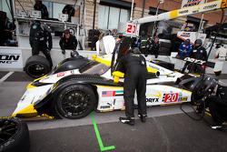 Pit stop for #20 Oryx Dyson Racing Lola B09/86 Mazda: Humaid Al Masaood, Steven Kane