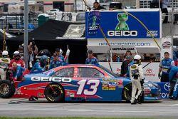Arrêt au stand pour Casey Mears, Germain Racing Toyota