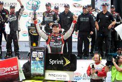 Victory lane: race winnaar Jeff Gordon, Hendrick Motorsports Chevrolet