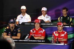 Mark Webber, Red Bull Racing, Vitantonio Liuzzi, HRT F1 Team, Fernando Alonso, Scuderia Ferrari, Kam