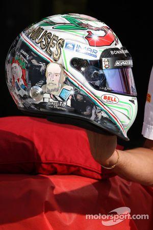 Vitantonio Liuzzi, HRT F1 Team, shows his special yeni, kask for this Italian Grand Prix