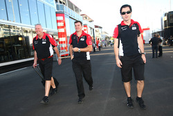 John Booth, Marussia Virgin Racing Direktör ve Graeme Lowden, Virgin Racing Direktör, racing ve Marc
