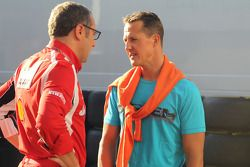 Stefano Domenicali Ferrari Direktörüü ve Michael Schumacher, Mercedes GP F1 Team