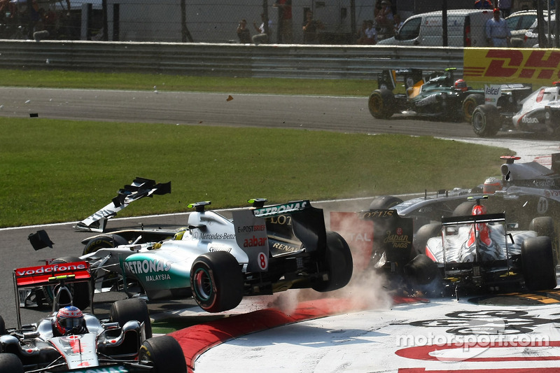 Аварія на старті: Гран-прі Італії 2011 у Монці