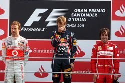 Podium : le vainqueur Sebastian Vettel, Red Bull Racing, le second Jenson Button, McLaren Mercedes, le troisième Fernando Alonso, Scuderia Ferrari