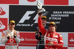 Podium: tercer clasificado Fernando Alonso, Scuderia Ferrari