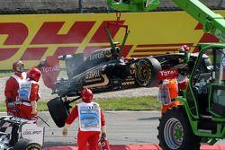 Vitaly Petrov, Lotus Renault GP otomobil after Kaza, Vitantonio Liuzzi, HRT F1 Team