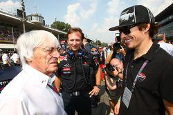 Bernie Ecclestone con el piloto Nicky Hayden, MotoGP y Christian Horner, Red Bull Racing, Director d