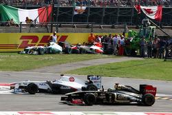 Kamui Kobayashi, Sauber F1 Team, Bruno Senna, Lotus Renault GP