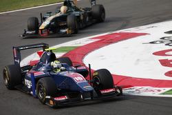 Marcus Ericsson devant Luiz Razia