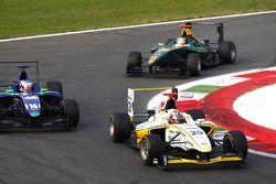 Daniel Mancinelli leads Leonardo Cordeiro