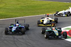 Richie Stanaway leads Leonardo Cordeiro