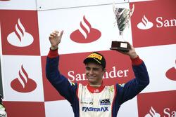 Nico Muller fête son succès sur le podium