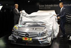 De nieuwe 2012 DTM AMG Mercedes C-Coupé onthuld door Nico Rosberg en Michael Schumacher