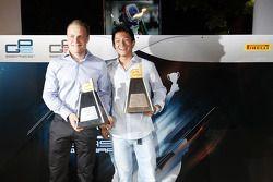 Valtteri Bottas, dan Rio Haryanto, menerima penghargaan Dallara