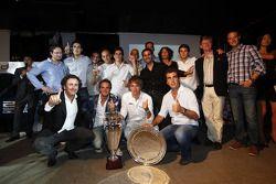 Алехандро Агаг, руководитель команды Addax, Шарль Пик, Гидо ван дер Гарде и команда Addax празднует