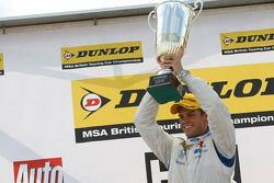 Race winnaar Tom Chilton