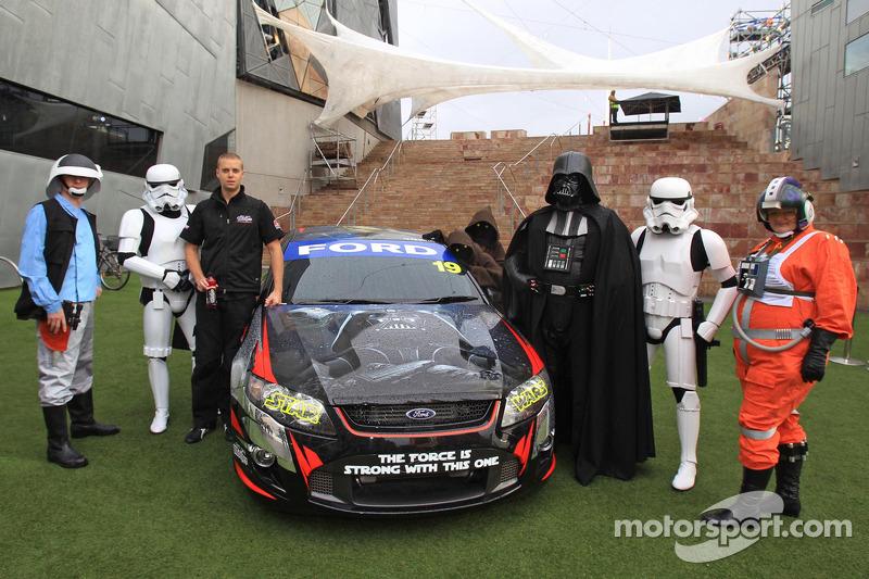 Jonathon Webb rebela la decoración Star Wars en el Mother Energy Ford Falcon