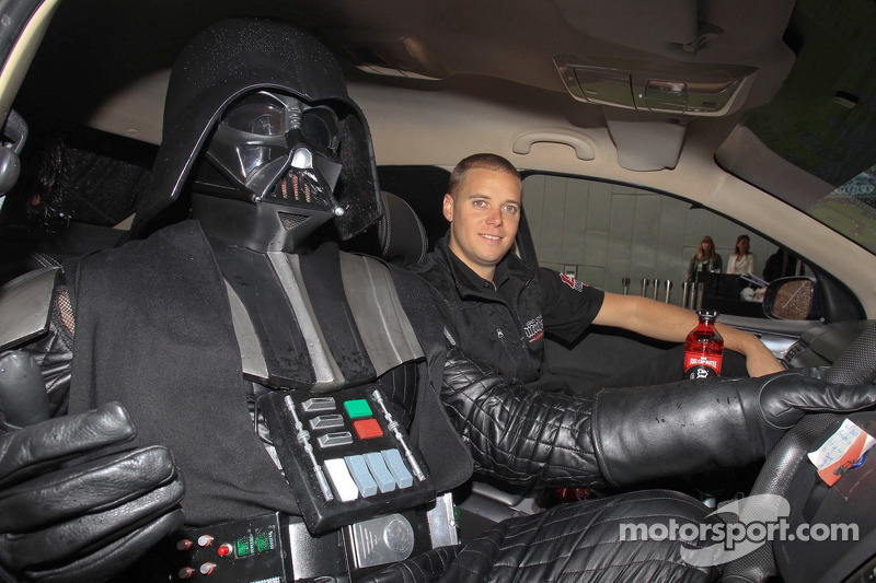 Jonathon Webb rebela la decoración Star Wars en el Mother Energy Ford Falcon