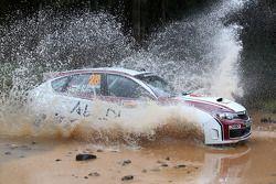 Majed Al Shamsi en Killian Duffy, Subaru Impreza WRX, Team Abu Dhabi