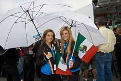 Jeunes femmes Mazda Raceway Laguna Seca