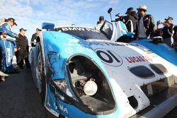 Schade aan de #01 Chip Ganassi Racing with Felix Sabates BMW Riley