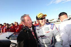 GT 2011 kampioen Andrew Davis viert met Hurley Haywood