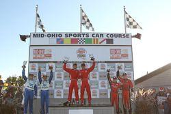 DP podium: winnaars in klasse en algemeen Ryan Dalziel en Enzo Potolicchio, 2de Scott Pruett en Memo