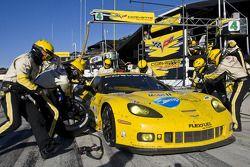 Pitstop #4 Corvette Racing Chevrolet Corvette C6 ZR1: Oliver Gavin, Jan Magnussen
