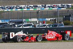 Ryan Briscoe, Team Penske and Dario Franchitti, Target Chip Ganassi Racing involved in a restart crash