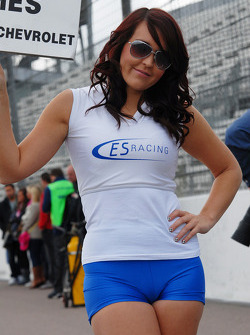 ES Racing grid girl