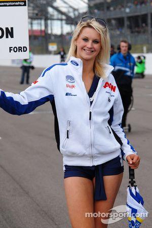 Team Aon gridgirl
