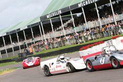 Whitsun Trophy: Jay Esterer, Chinook-Chevrolet Mk2 Leads Paul Knapfield, Lola-Chevrolet T70 Spyder
