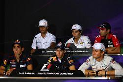 Daniel Ricciardo, HRT, Sergio Pérez, Sauber F1 Team, Timo Glock, Marussia Virgin Racing, Sebastien Buemi, Scuderia Toro Rosso, Sebastian Vettel, Red Bull Racing y Nico Rosberg, Mercedes GP F1 Team