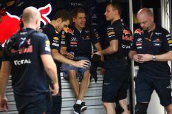 Sebastian Vettel, Red Bull Racing with his mechanics